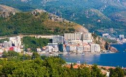 RAFAILOVICHI, MONTENEGRO - 13. JULI 2015: Ð-¡ oastal Stadt Rafailovici, Budvanska Riviera, Montenegro Lizenzfreie Stockfotos