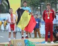 Rafal Majka POL L, olympisk mästareGreg Van Avermaet BEL och Jakob Fuglsang HÅLA under män som cyklar vägmedaljceremoni Arkivfoto
