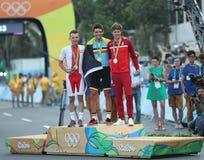 Rafal Majka POL L, olympisk mästareGreg Van Avermaet BEL och Jakob Fuglsang HÅLA under män som cyklar vägmedaljceremoni Royaltyfria Foton