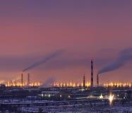 Raffinaderij bij nacht Stock Afbeelding
