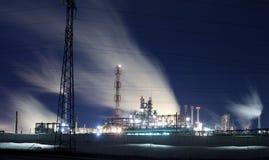 Raffinaderij bij nacht Stock Foto's