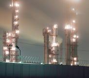 Raffinaderij bij nacht Royalty-vrije Stock Foto's