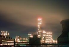 Raffinaderij bij nacht Stock Fotografie
