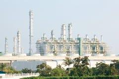 Raffinaderiväxt med strömgeneratorn royaltyfria foton