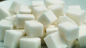 Raffinerade kuber av socker Selektiv fokus arkivfilmer