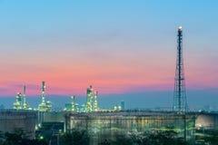 Raffineria al tramonto Fotografia Stock Libera da Diritti