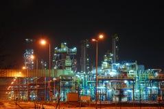 Raffineria alla notte Fotografia Stock