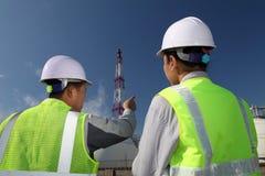 Raffineria di petrolio dell'assistente tecnico Immagini Stock Libere da Diritti