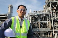 Raffineria di petrolio dell'assistente tecnico Fotografia Stock Libera da Diritti