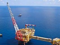 Raffineria di petrolio in mare aperto degli impianti di perforazione Immagini Stock Libere da Diritti