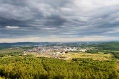 Raffineria di petrolio nella città di Komsomolsk sulla regione dell'Amur Khabarvosk Netezavod in una bella area scenica di estrem immagini stock