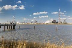 Raffineria e molo del porto di Anversa Fotografia Stock Libera da Diritti