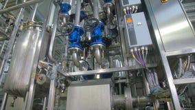 raffineria Lubrifichi, rifornisca la costruzione di combustibile della conduttura dentro la fabbrica della raffineria archivi video