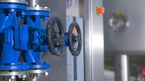 raffinerie Ölen Sie, tanken Sie Rohrleitungsbau innerhalb der Raffineriefabrik stock video footage