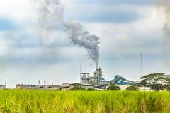 Raffinerie au paysage rural, Guayas, Equateur Image stock
