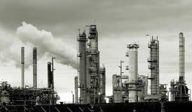Raffinerie de pétrole Photographie stock libre de droits