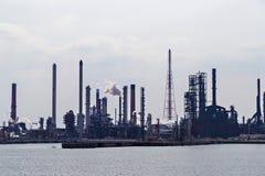 Raffinerie de pétrole dans le port d'Anvers Images stock