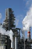 Raffinerie in der Tätigkeit Stockbild