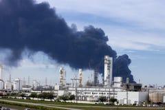 Raffinerie-Feuer in Houston Texas stockbild