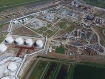 raffinerie Gebrauchsfertige Bereiche mit Ausrüstung und Ausrüstung im Bau Stockbilder