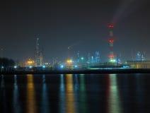 Raffinerie la nuit Photo stock