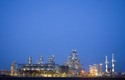 Raffinerie nachts 3 Lizenzfreie Stockbilder