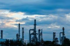 Raffinerie pendant le matin Photographie stock