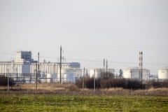 raffinerie Réservoirs pour le stockage des produits de raffinerie Colonnes de rectification image libre de droits