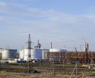 raffinerie Réservoirs pour le stockage des produits de raffinerie Colonnes de rectification photos libres de droits