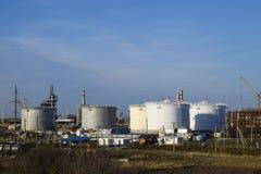 raffinerie Réservoirs pour le stockage des produits de raffinerie Colonnes de rectification photo stock