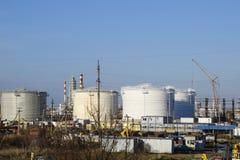 raffinerie Réservoirs pour le stockage des produits de raffinerie Colonnes de rectification photos stock