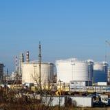 raffinerie Réservoirs pour le stockage des produits de raffinerie Colonnes de rectification images stock