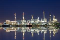Raffinerie terrestre de pétrole brut ce pétrole brut de distillation au petroc photographie stock