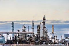 Raffinerielandschaft stockbilder