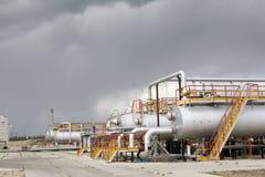 Raffineriemitte lizenzfreies stockbild