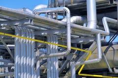 Raffinerierohrleitung Stockfotos