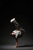 Raffreddi il ballerino della rottura che sta sulla gelata Fotografia Stock Libera da Diritti