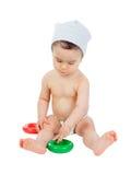 Raffreddi il piccolo fare da baby-sitter sul pavimento che gioca con i giocattoli Immagini Stock Libere da Diritti