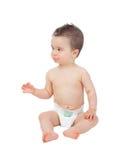 Raffreddi il piccolo fare da baby-sitter sul pavimento con il pannolino Fotografia Stock