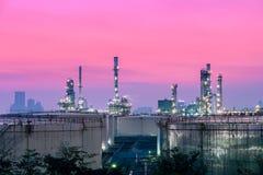 Rafineria przy zmierzchem Obraz Royalty Free
