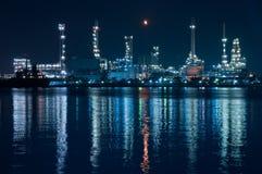 Rafineria ropy naftowej. Zdjęcie Royalty Free