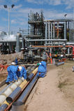 Rafineria ropy naftowej pracownicy Obrazy Royalty Free