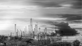 Rafineria ropy naftowej przemysł Zdjęcia Royalty Free