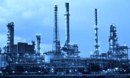 Rafineria ropy naftowej przemysł w kruszcowym koloru stylu use jako metalu styl Fotografia Royalty Free