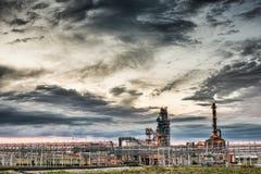 Rafineria Ropy Naftowej Przy wieczór Obraz Royalty Free