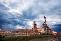 Rafineria Ropy Naftowej Przy wieczór Obraz Stock