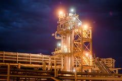 Rafineria Ropy Naftowej Przy wieczór Zdjęcia Stock