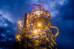 Rafineria Ropy Naftowej Przy wieczór Zdjęcie Royalty Free