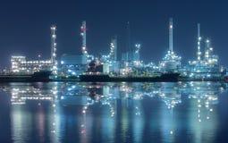Rafinerii przemysłowa roślina przy zmierzchem w Bangkok, Tajlandia Obraz Stock