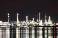 Rafinerii rośliny teren przy noc Obrazy Royalty Free